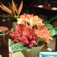 ガラス越しの花