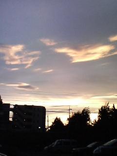 雲が焼けてく