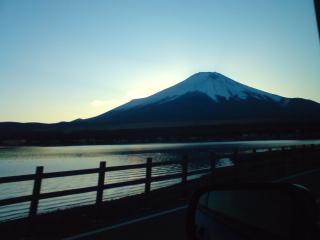 富士山を見上げる大晦日