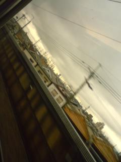 大阪は雲に覆われ…